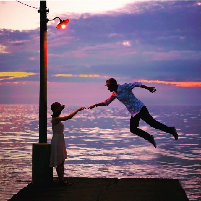 Không chỉ cưỡi chổi bay, Halno còn hoá thân thành cậu bé biết bay không bao giờ lớn Peter Pan. Trí tưởng tượng của chàng trai khiến trang Instagram của anh ngập tràn màu sắc cổ tích.