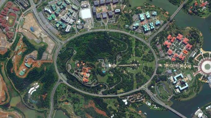 Nơi đây cũng có vòng xuyến lớn nhất thế giới, nằm ở thành phố Putrajaya, có tên gọi Persiaran Sultan Salahuddin Abdul Aziz Shah, đường kính 3,5km. Bùng binh này được đặt theo tên của Almarhum Sultan Salahuddin Abdul Aziz Shah, Yang di-Pertuan Agong (quốc vương) thứ mười một của đất nước. Ảnh: World Urban Planning