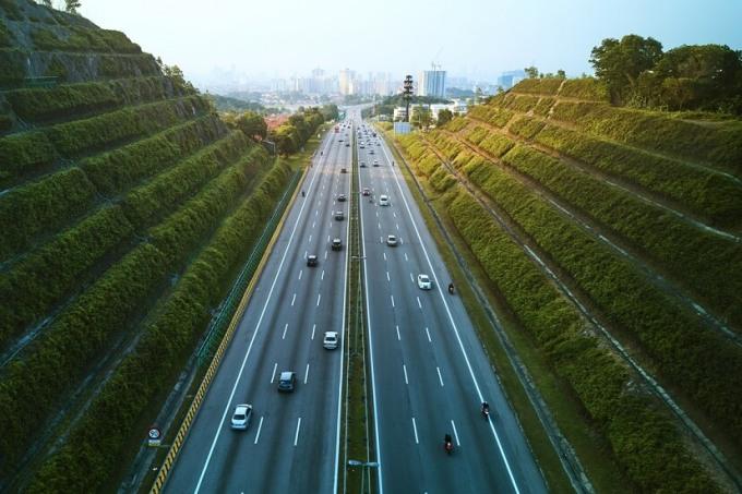 Tổng chiều dài quốc lộ tại Malaysia là hơn 65.000 km, trong khi chu vi trái đất là 40.075 km. Ảnh: Income