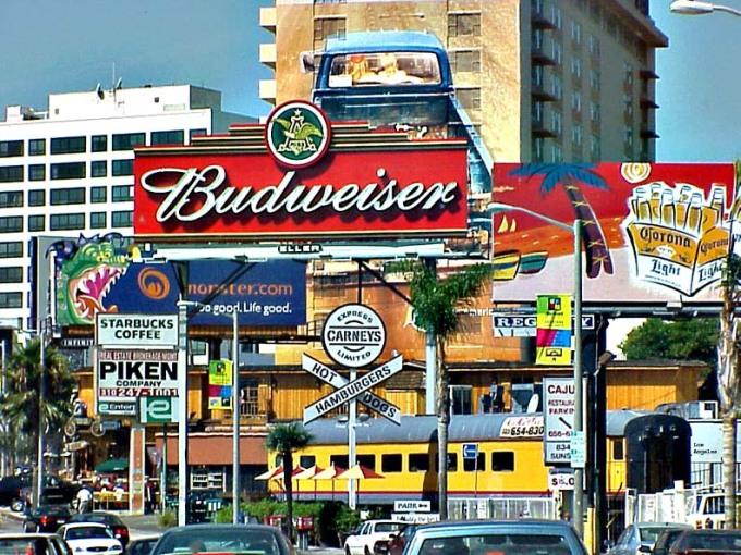 Vị trí thứ 5 là đại lộ Sunset ở Los Angeles, Mỹ. Đây cũng là một trong những con đường nổi tiếng nhất California. Ảnh: Wiki