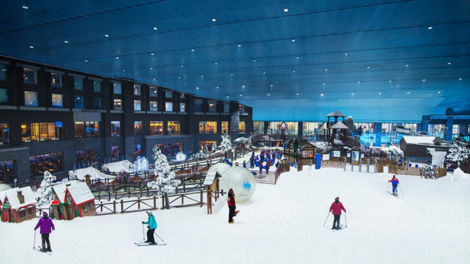Ski Dubai là khu nghỉ mát trượt tuyết trong nhà đầu tiên ở Trung Đông với diện tích 22.500m2 được bao phủ bằng tuyết thật để trượt tuyết. Ảnh: Snow Online