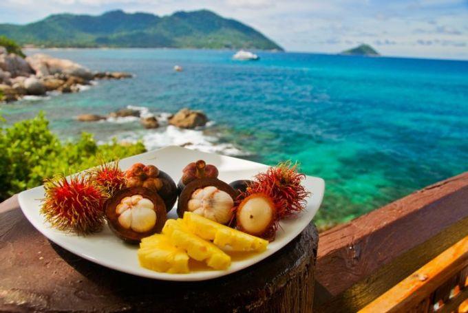 Ẩm thực tại Caribbean là sự kết hợp từ nhiều nền văn hoá khiến nó trở nên đáng nhớ. Tại đây, du khách có thể thưởng thức các đặc sản trái cây nhiệt đới. Các món ăn như hải sản được tẩm gia vị đậm đà, thường chế biến dưới hình thức chiên hoặc xào. Ảnh: Shutterstock