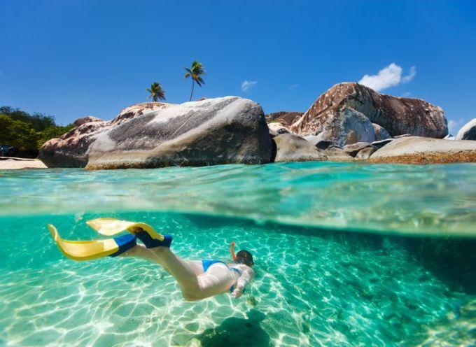 Carribean được mệnh danh là thiên đường cho du khách thích khám phá thế giới dưới mặt nước. Tại đây, du khách không sợ thiếu nơi để lặn với ống thở khi Carribean sở hữu các sinh vật biển nhiệt đới, hệ động thực vật dưới nước phong phú và các rạn san hô. Những con tàu đắm cũng nằm rải rác khắp vùng biển Carribean, tạo nên trải nghiệm dưới nước ấn tượng. Ảnh: Shutterstock