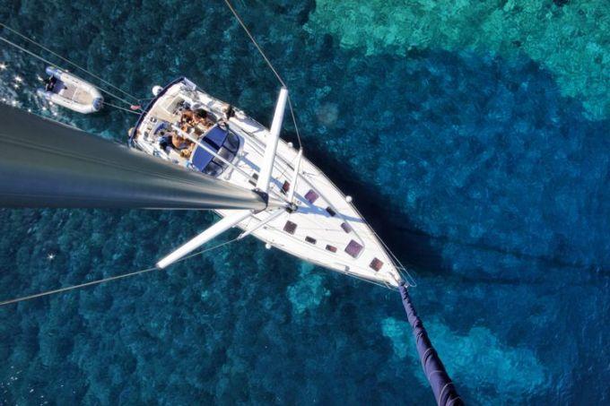 Địa Trung Hải cũng có tàu đắm, lặn với ống thở nhưng hoạt động lặn ít phổ biến hơn vùng Caribbean do thế giới dưới nước không nhiều màu sắc và đa dạng bằng. Biển Địa Trung Hải được đánh giá cao hơn khi nhìn từ các bãi biển hoặc ngồi trên du thuyền. Ảnh: Shutterstock