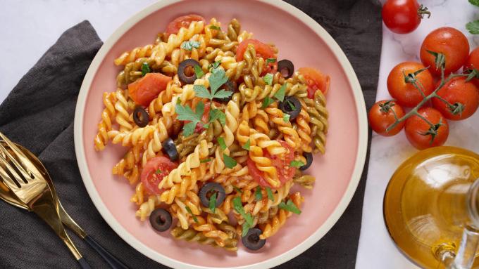 RotiniĐối với tôi, đó là mì ống rotini. Khi tôi còn nhỏ, tôi thường gọi nó là cáp điện thoại vì nó trông giống nó. Nó giữ nước sốt đẹp mắt và cho một miếng ăn tuyệt vời - nó chỉ là ngon nhất. - Agustin Ferrando Balbi, bếp trưởng kiêm người sáng lập Andō ở Hồng Kông'I like to add lots of veggies and greens in my pasta, and the rotini holds the goodness in those noodles for a perfect bite every time.'—Heather Costa, chef-owner of Revolution Health Kitchen at Time Out Market in Boston'For me, it's rotini pasta. When I was little, I used to call it telephone cable because it kind of looks like it. It holds sauce beautifully and gives a fabulous bite – it is just the best.'—Agustin Ferrando Balbi, chef-founder of Andō in Hong Kong