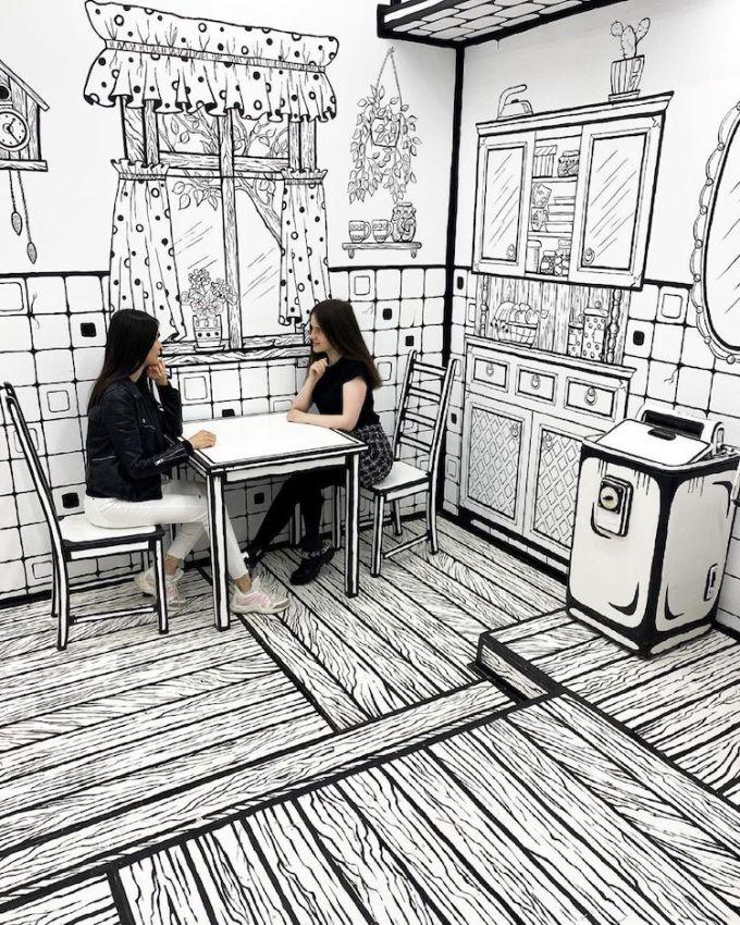 Theo Solbon, chủ quán và người nghĩ ra cách trang trí này: Tôi làm quán này nhằm tạo một địa điểm thú vị về cả không gian lẫn đồ uống. Quá trình sửa đổi nội thất chỉ mất hơn một tháng và khoảng 100 kg sơn.