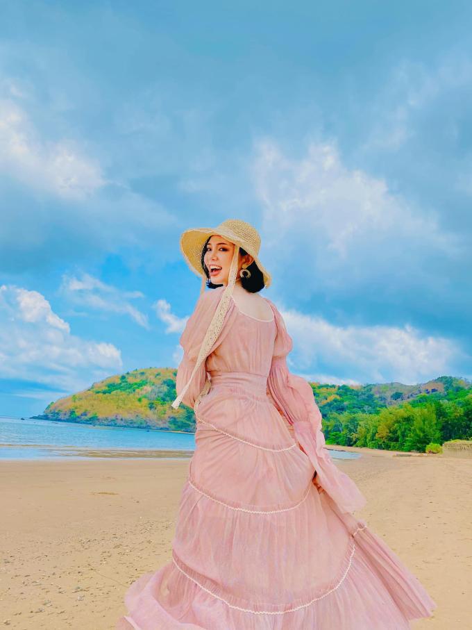 Nhờ chuyến đi tàu thuận lợi, Trinh khỏe mạnh và đã có những trải nghiệm vui tươi tại Côn Đảo. Ảnh: Nguyễn Thùy Trinh