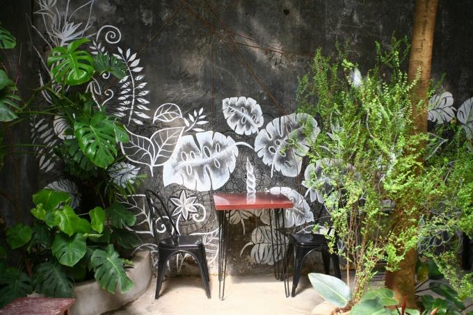 Những bức tường bao quanh vốn thiếu thẩm mỹ được vẽ trang trí tạo nên hình ảnh sống động, bắt mắt.