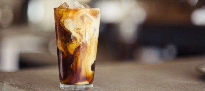 Mocha ColaCà phê vị nước ngọt này là một đặc sản của Brazil. Loại đồ uống này có ga, và vị ngọt thông thường của cà phê được tạo từ Coca Cola thay vì đường và sữa. Phủ lên trên cốc cà phê thường là kem đánh bông hoặc kem tươi. Ảnh: Coffee Guy Cafe