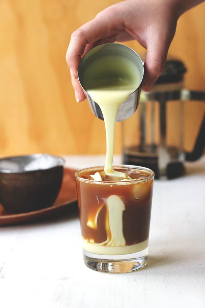 Cà phê sữa đặcĐược biết đến là một quốc gia có cách pha chế cà phê đậm đà, sữa đặc có đường là nguyen