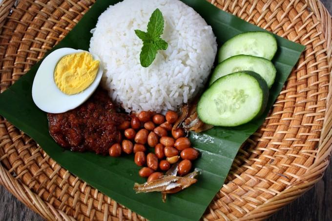 Dưới đây là 10 món ăn chính ngon nhất của người dân Malaysia, theo bình chọn của Culture Trip và khuyến khích du khách nên thưởng thức khi ghé thăm.