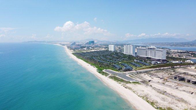 Nha Trang có 385 km đường bờ biển, với nhiều hoạt động du lịch như nghỉ dưỡng, golf... Ảnh: Xuân Ngọc.