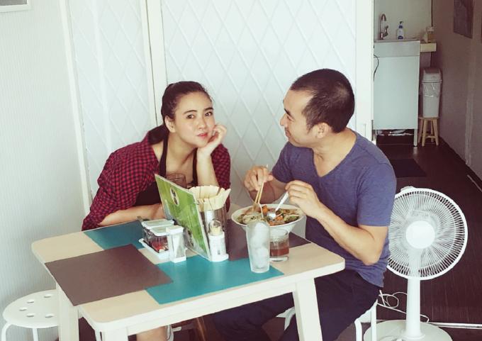 Ngọc là người Hà Nội, chồng cô là người Sài Gòn, món phở tại quán cũng hòa quyện giữa miền Nam và Bắc. Trong ảnh là vợ chồng Ngọc tại quán phở ở TP Tsukuba. Ảnh: NVCC