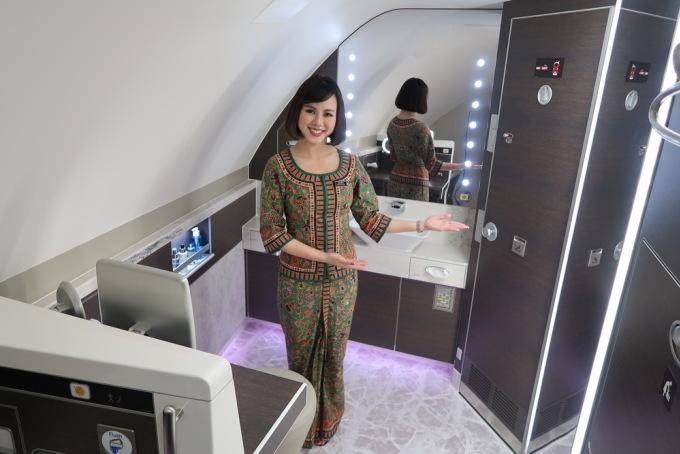 Luôn biết vị trí nhà vệ sinhDù đang trong lúc làm việc, hay lên máy bay với tư cách khách du lịch, các tiếp viên luôn biết rõ nhà vệ sinh nằm ở vị trí nào. Đây là điều mà hiếm hành khách bình thường để ý. Ảnh: Sam Chui