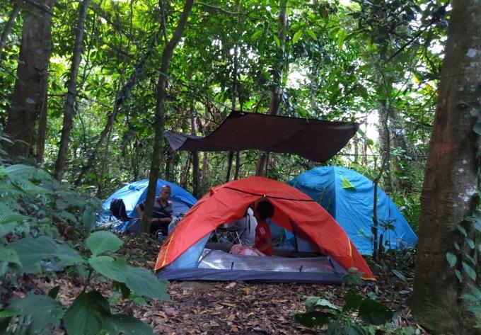 3 lều trại giữa núi rừng Tản Viên.