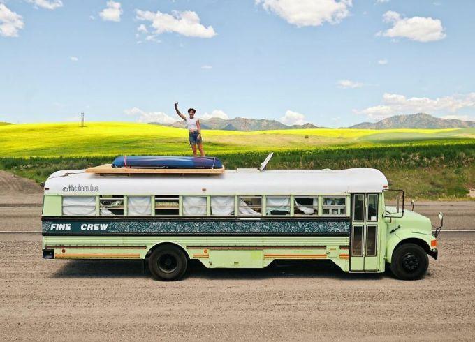 Trên đường du lịch họ rất thích chụp hình, tham quan các điểm đến thiên nhiên. Ba người lập chung một tài khoản Instagram để đăng tải thông tin và hình ảnh, video về hành trình với tên the.bam.bus. Dù mới lập và hành trình đi được khoảng 1 tháng nhưng tài khoản đã có gần 63.000 người theo dõi.
