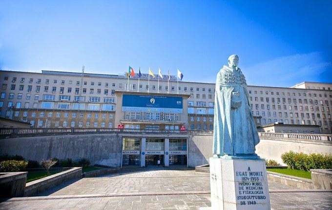 Diogo Alves là sát nhân hàng loạt người gốc Tây Ban Nha, giết 70 người Bồ Đào Nha trong 4 năm. Khi hắn bị kết án tử hình năm 1841, người ta đã lấy đầu của hẳn và bảo quản tại khoa Y, đại học Lisbon để phục vụ cho mục đích nghiên cứu Tâm lý học Tội phạm. Ngày nay, nơi chứa chiếc đầu của tên sát nhân là một trong những điểm du lịch hút khách bậc nhất, dành cho những vị khách can đảm, thích cảm giác rùng rợn. Ảnh: Universidade de Lisboa