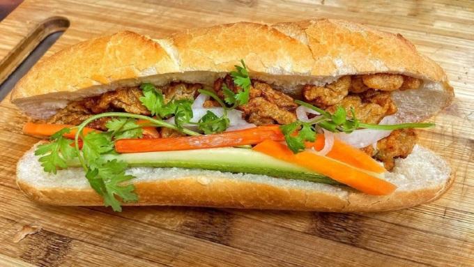 8 kiểu bánh mì Sài Gòn 'gây thương nhớ' mùa dịch