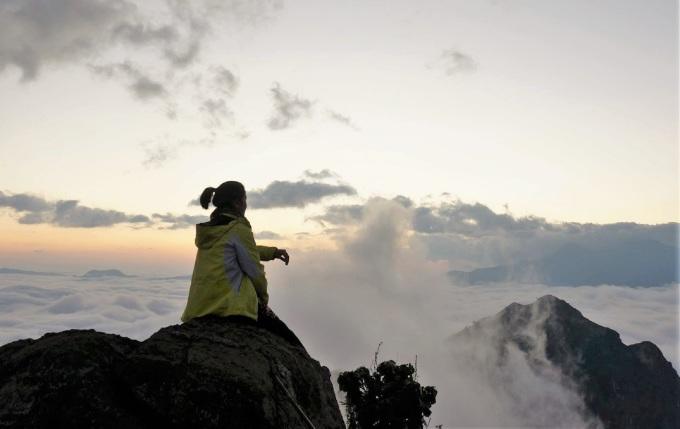 Núi Dãy Ky Quan San (3.046 m) hay Bạch Mộc Lương Tử, là ranh giới tự nhiên phân chia hai tỉnh Lai Châu và Lào Cai, mới được khai phá đường lên năm 2012. Du khách có thể lựa chọn khởi hành từ một trong hai địa phương này, nhưng phổ biến nhất là cung xuất phát từ xã Sàng Ma Sáo, huyện Bát Xát, Lào Cai. Núi Muối thuộc dãy Ky Quan San có đỉnh cao nhất trên 3.000 m là một trong những điểm ngắm mây và bình minh đẹp nhất nhì ở miền núi phía Bắc.