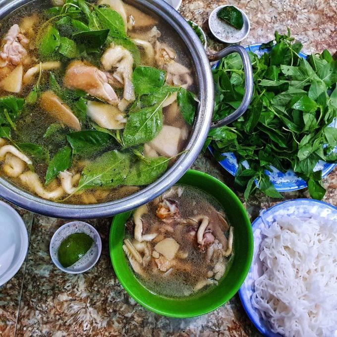 2 hot pot dishes never get bored when coming to Da Lat