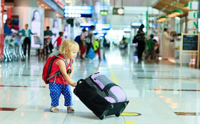 Bạn cần tính toán đến số lượng người chúng ta có thể tiếp xúc khi di chuyển ra sân bay, lên máy bay. Ảnh: Momondo