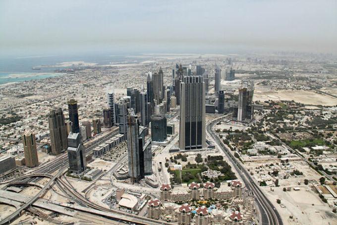 Nhiều người đã chia sẻ trên Reddit về những điểm đến nổi tiếng thế giới khiến họ thất vọng với mong muốn du khách có thêm nhiều quyết định sáng suốt hơn khi có thể đi du lịch lại một lần nữa sau khi dịch bệnh được kiểm soát.Dubai là thành phố đầu tiên được nhắc đến. Với nhiều người, Dubai gợi lên sự xa hoa, tráng lệ và giàu có. Nhưng với nhiều du khách từng ghé thăm, ký ức về Dubai trong họ là di chuyển từ một nơi có máy lạnh sang một nơi có máy lạnh khác.