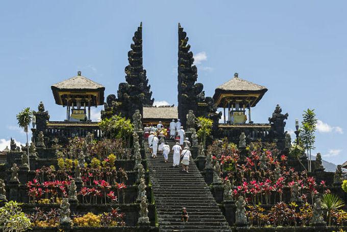 Trong ký ức của nhiều người, đảo Bali, Indonesia thực sự là một nơi sinh đẹp. Nhưng đó là câu chuyện của 10 năm về trước. Ngày nay, nơi này đã bị hủy hoại bởi những người có tầm ảnh hưởng trên mạng. Quá nhiều du khách đã đổ xô đến đây , một người để lại bình luận.