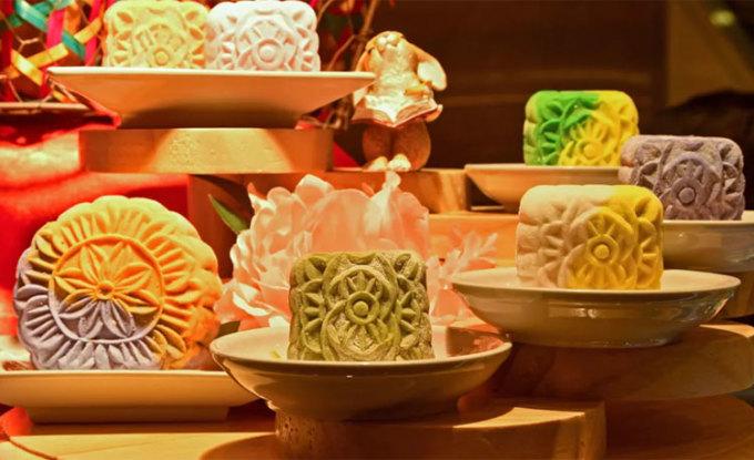Bánh trung thu ngày nay có nhiều màu sắc, hình dạng bắt mắt. Ảnh: Delishably