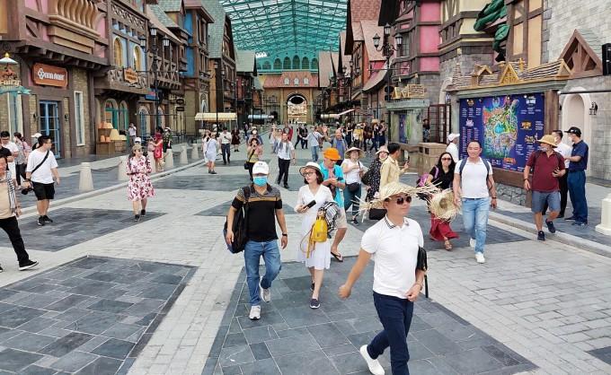 Thí điểm thu hút khách du lịch quốc tế đến Phú Quốc từ nay đến cuối năm (dự kiến từ 2-3 triệu lượt khách).