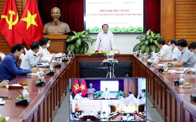Hội nghị trực tuyến diễn ra tại Hà Nội và Phú Quốc. Ảnh: Trần Huấn/Báo Văn Hóa