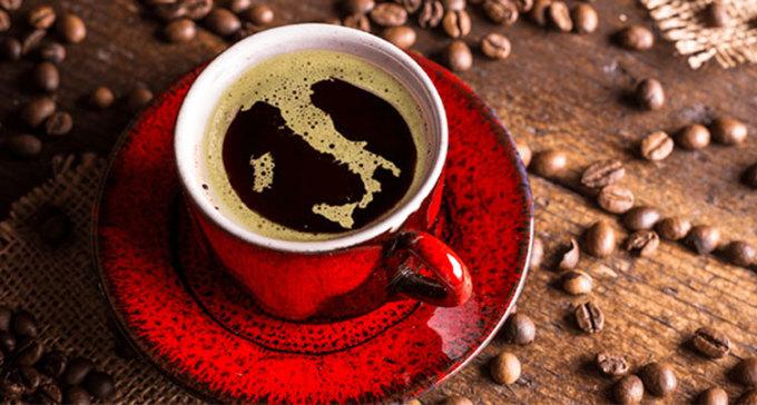 EspressoCaffè là từ tiếng Italy để chỉ cà phê, nhưng nó cũng là thứ người dân dùng để gọi một ly espersso, loại phổ biến nhất. Vì vậy, khi vào quán để gọi một ly espresso, hãy đơn giản gọi là un caffè (kahf-feh) nhé, điều đó sẽ giúp bạn trông bớt giống khách du lịch đi được một chút đó, theo blog chuyên về du lịch Italy Roman Guy. Nếu muốn một ly lớn, gấp đôi ly họ đang bán, hãy gọi doppio. Ảnh: Ponte vecchio srl
