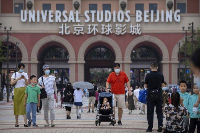Công viên giải trí Universal Studios mới tại Bắc Kinh cháy vé trong 2 ngày khai trương. Ảnh: AP