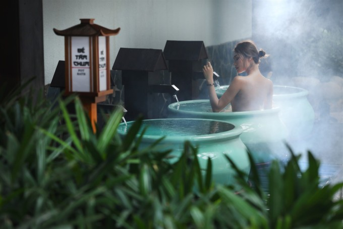 Experience hot mineral bath at Yoko Onsen Quang Hanh.  Photo: Sun Group