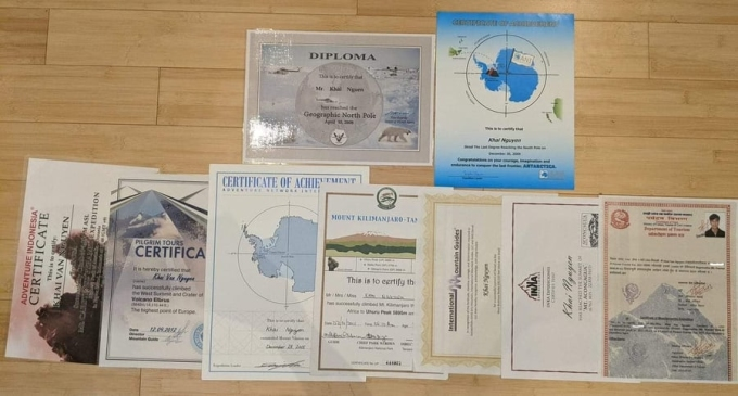 Certificate of completion of the 7 highest mountains on the continents and the two poles of the earth.