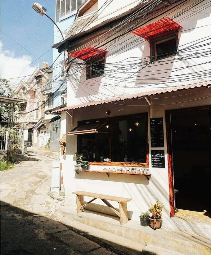 Địa chỉ đầu tiên của Le J Cafe nằm ở số 51A đường Yersin, phường 10. Ảnh: Le J