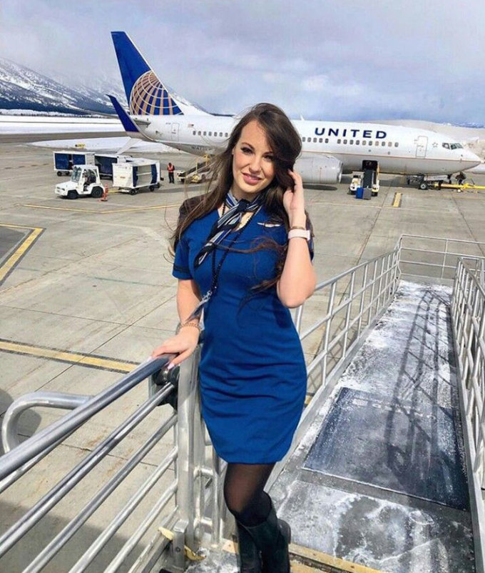 Tiếp viên hàng không là những người có cơ hội được đặt chân tới nhiều quốc gia trên thế giới do nghề nghiệp đặc thù. Ảnh: Pinterest