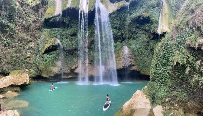 Chèo SUP ở thác Nàng Tiên.