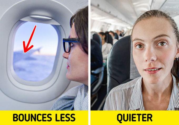 Chọn chỗ ngồiNhiều du khách thường chú ý đến các ghế ngồi cạnh cửa sổ hoặc lối đi, dù hai vị trí này có thể nằm ở bất kỳ hàng ghế nào trên máy bay. Tuy nhiên Bright Side cho rằng đây chưa phải là cách chọn chỗ chuẩn nhất. Theo đó, không khí phía trên máy bay thường trong lành hơn phía cuối, nên những hàng ghế phía trên cần được ưu tiên lựa chọn. Ngoài ra, bạn không nên chọn chỗ ngồi gần động cơ, cạnh nhà vệ sinh hoặc nhà bếp. Càng ngồi gần phần đầu máy bay, bạn càng ít bị làm phiền bởi tiếng ồn của động cơ. Càng ngồi xa nhà vệ sinh hay bếp, bạn càng ít phải ngửi những thứ mùi không mong muốn. Ảnh: Deposit Photos