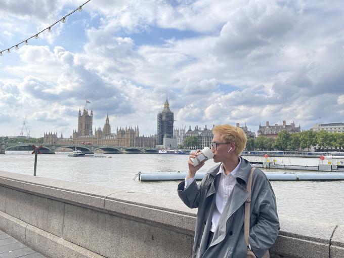 Tú chia sẻ, mặc dù nước Anh là xứ sở sương mù nhưng anh thấy may mắn vì lần nào đi du lịch trời cũng nắng đẹp. Ảnh: Chí Tú