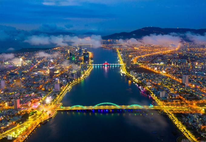 Thành phố của những cây cầu Đà Nẵng tiếp tục có mặt trong danh sách tìm kiếm nhiều nhất trong tháng 10. Ảnh: Nguyễn Sanh Quốc Huy